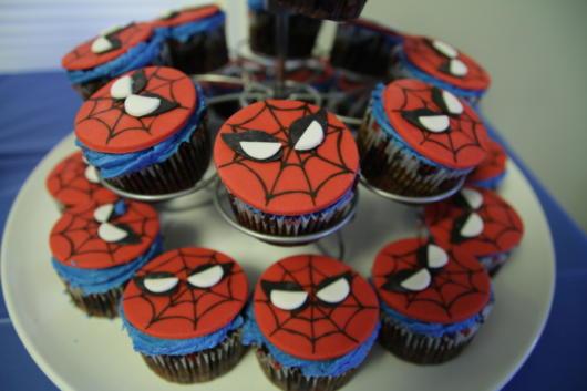 Você mesmo pode customizar os adornos que enfeitam o cupcake