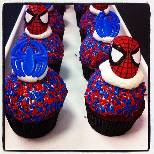 A massa mistura vermelho e azul, as cores principais do Spider Man