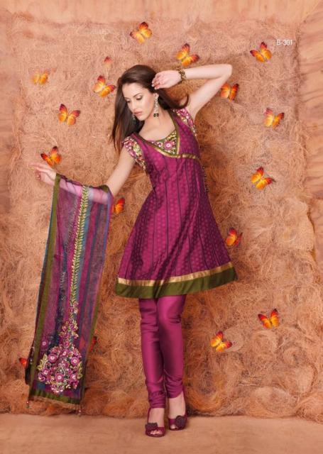 Fantasia indiana feminina magenta e dourda