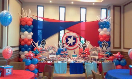 Se o salão de festas é grande, você pode aproveitar para decorar todo o espaço