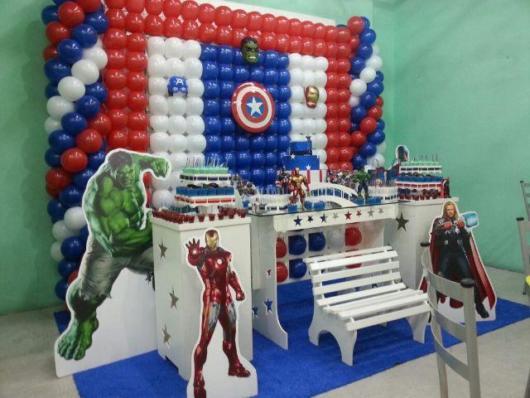 Uma festa provençal com o Capitão América e demais heróis