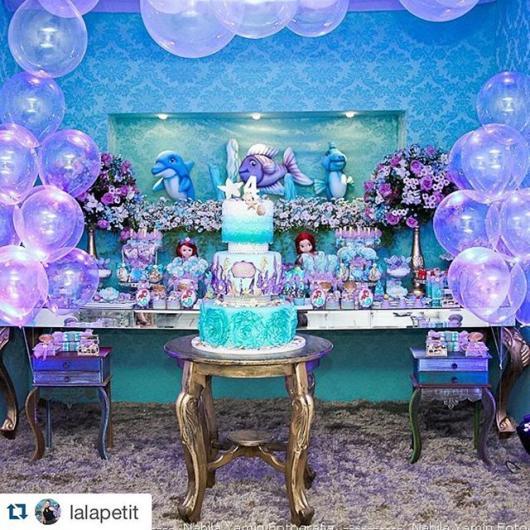 Festa Sereia: Luxo com balões transparentes