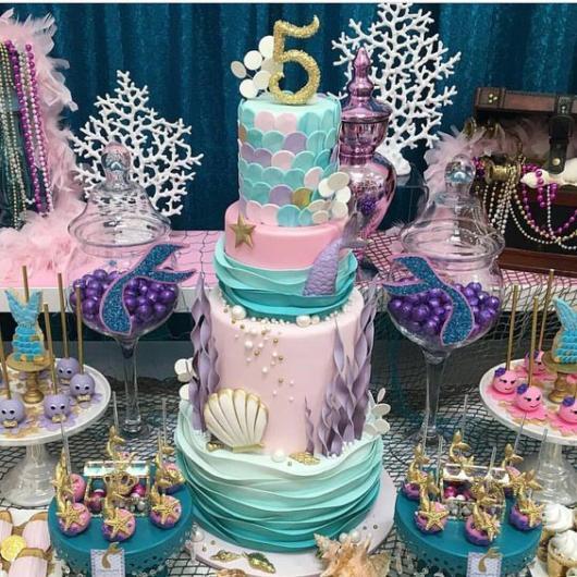 Festa Sereia: Luxo com bolo de 5 andares