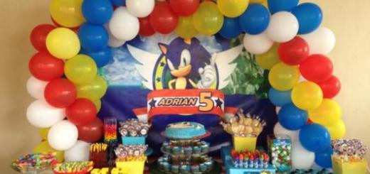 O arco de balões nas três cores em destaque no game farão sucesso em sua festa