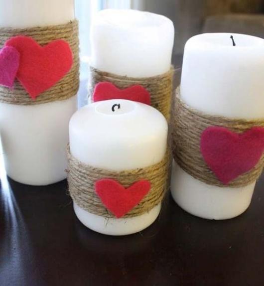 Surpresa de 1 ano de namoro simples: Velas personalizadas para decoração