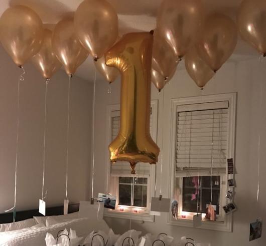 Surpresa de 1 ano de namoro: Decoração com balão metalizado