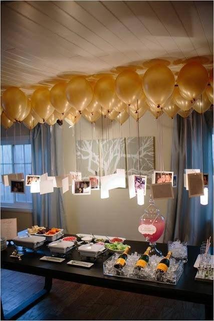 Surpresa de 1 ano de namoro: Decoração com fotos e balões dourados