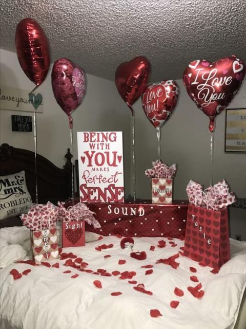 Surpresa de 1 ano de namoro: Decoração com balões de coração