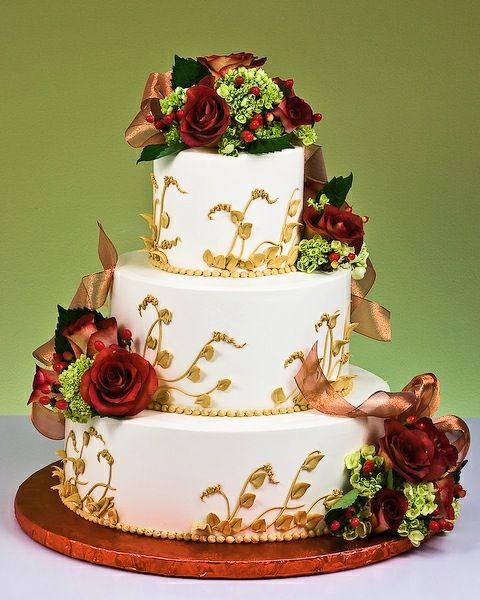 Bodas de Trigo: Bolo decorado com flores vermelhas