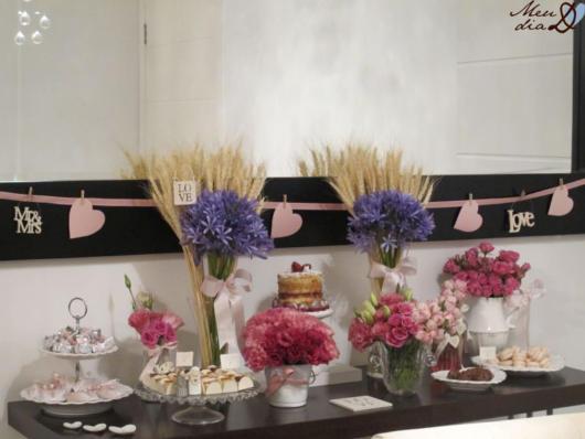 Bodas de Trigo: Decoração com flores roxas