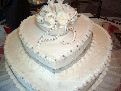 bolo de bodas de prata em formato de coração