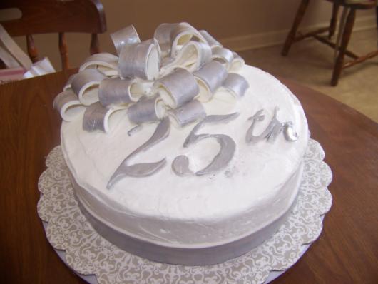 bolo de bodas de prata decoração 25 anos