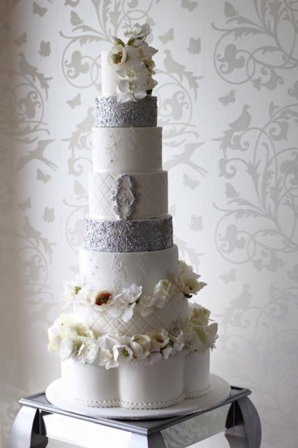 bolo de bodas de prata fake com pedras