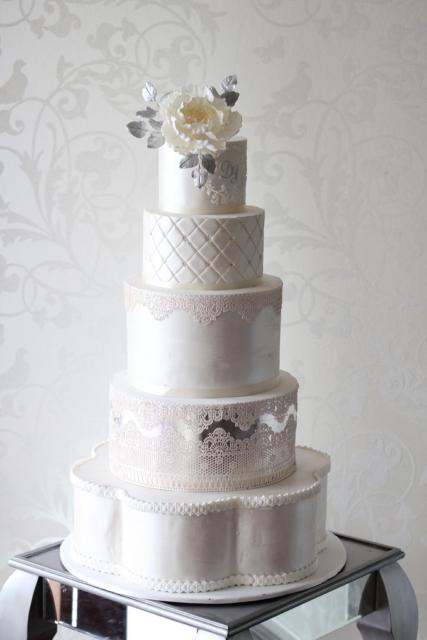 bolo de bodas de prata falso alto