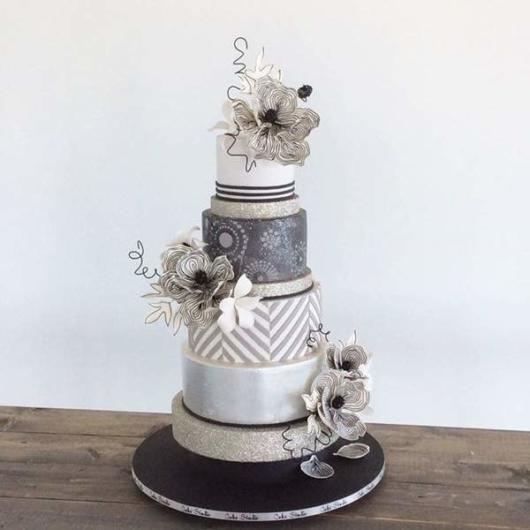 bolo de bodas de prata falso com tecidos