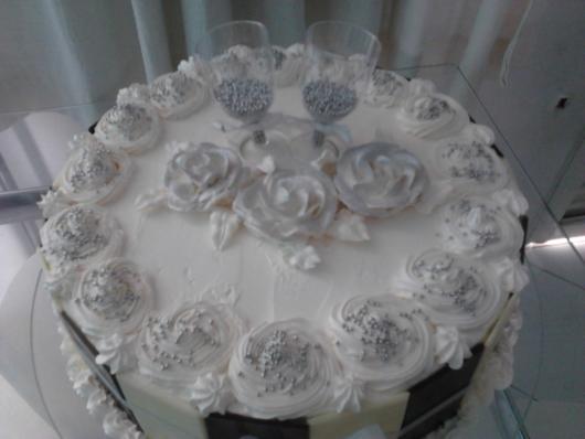 bolo de bodas de prata com rosas de glacê