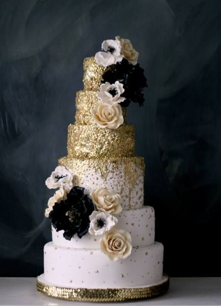 bolo de bodas de prata pasta americana com detalhes dourados