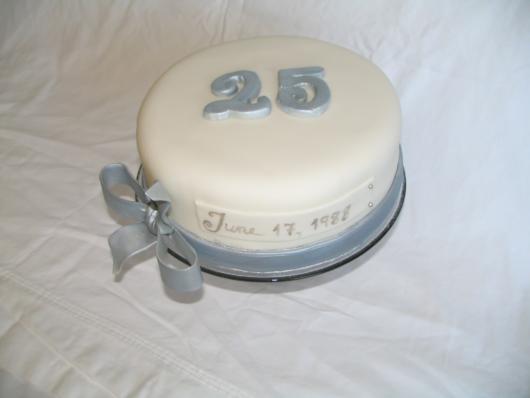 bolo de bodas de prata com data do casamento