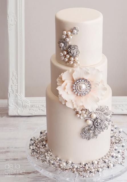 bolo de bodas de prata com pedras