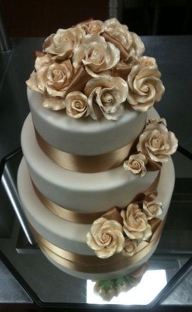 Bolos mais lindos do mundo: Bolo para casamento branco e dourado