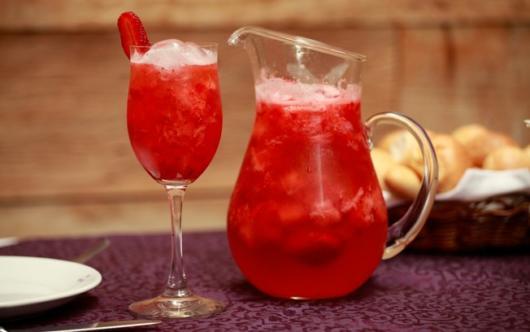Há muitas opções de frutas acessíveis para criar drinks facilmente