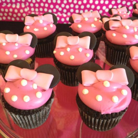 cupcake minnie rosa simples com laço