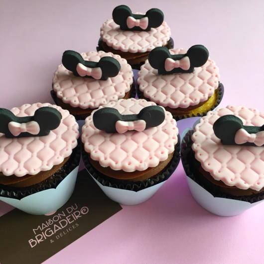cupcake minnie rosa de pasta americana com orelha