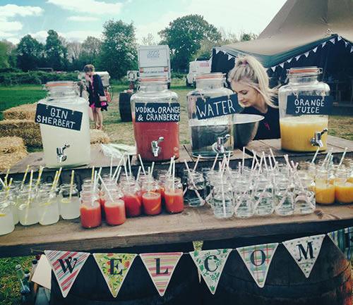 Monte um mini bar em sua festa de casamento