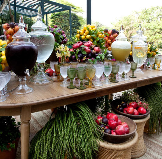 Use frutas para incrementar a decoração da mesa
