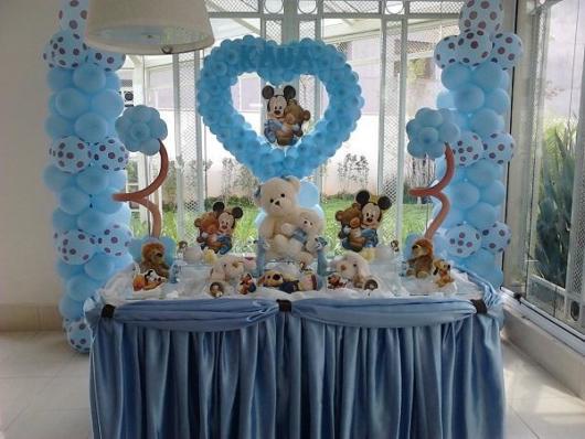Enfeites para chá de bebê masculino: Esculturas com balões