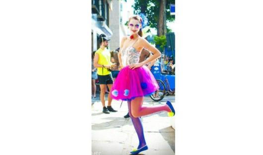 Fantasia com saia de tule colorida