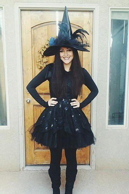 Fantasia com saia de tule preta: Bruxa