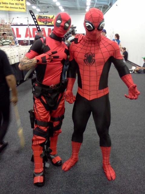 A fantasia Deadpool masculina faz muito sucesso em eventos de heróis