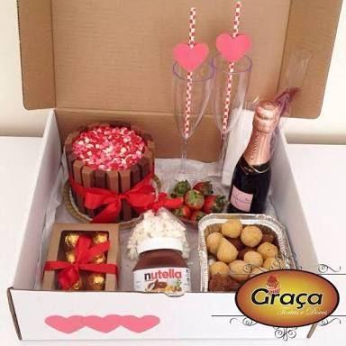 A decoração também faz toda a diferença para montar uma festa na caixa simples