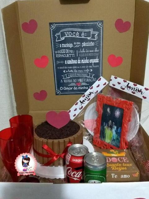 Festa na caixa simples decorada para surpreender seu amor