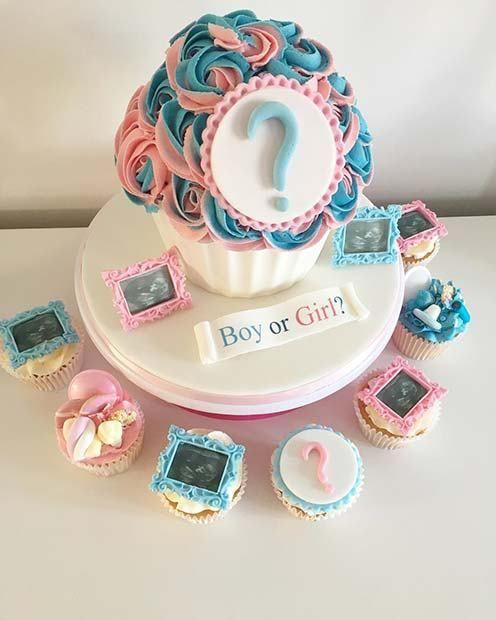Bolo em formato de cupcake.