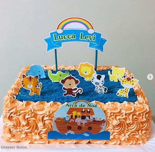 Bolo quadrado lindo com chantilly laranja e azul arca de noé