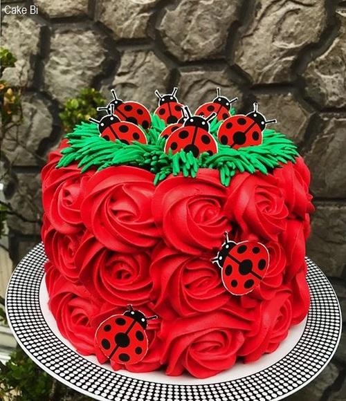 bolo vermelho chantilly