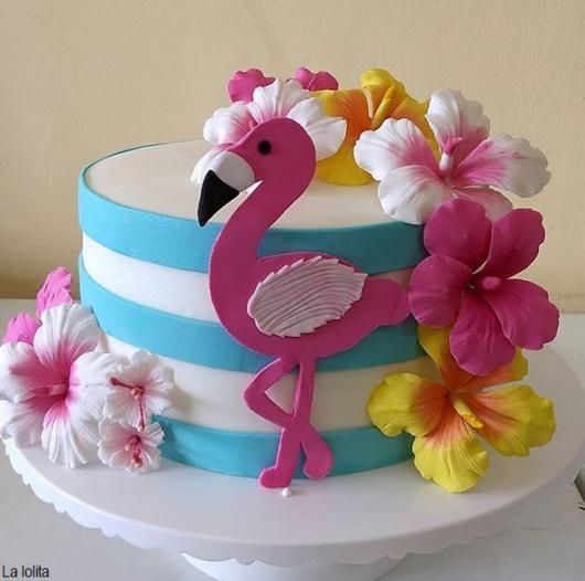 bolo com flores de pasta americana