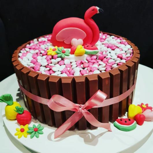 bolo de chocolate com KitKat