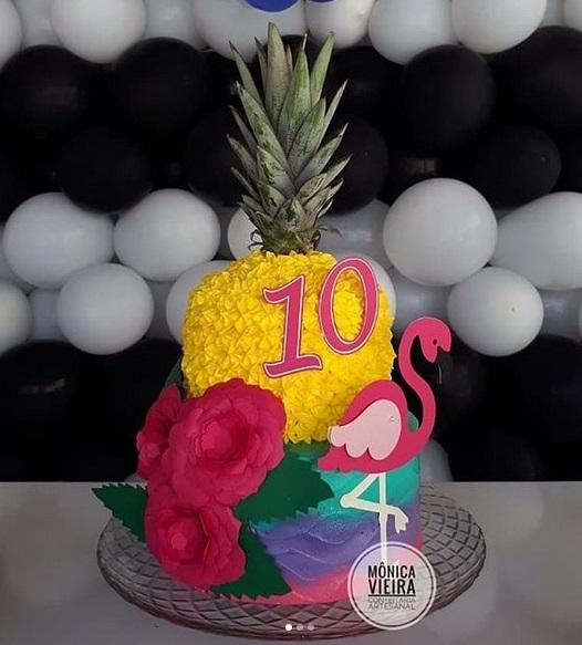 bolo simples abacaxi e flamingo