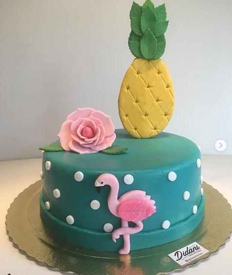 bolo de abacaxi e flamingo em pasta americana