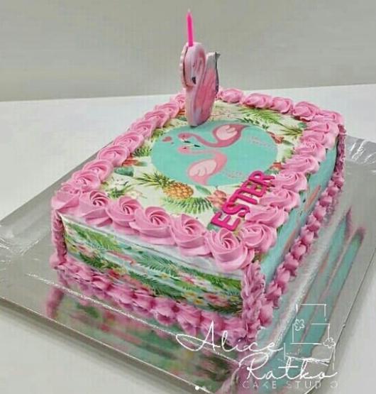 bolo simples com papel de arroz