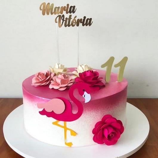 bolo decorado com toppers