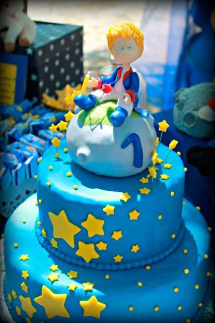 Bolo Pequeno Príncipe de 2 andares com topo de bolo