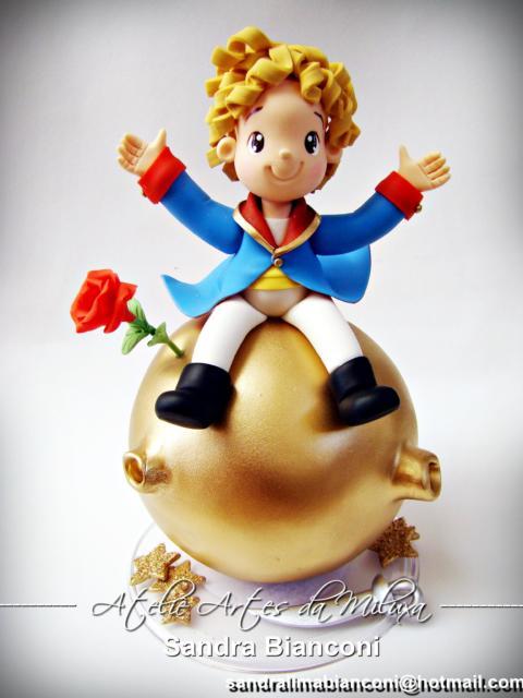 Bolo Pequeno Príncipe: Topo de Bolo com detalhes em dourado