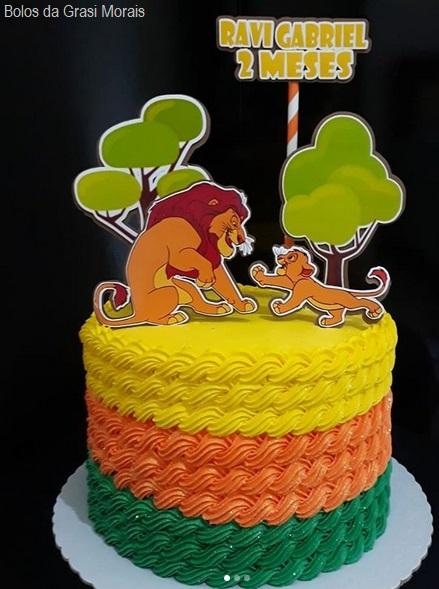 bolo colorido de chantilly