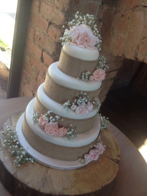 Bolo Rústico: Para casamento com flores