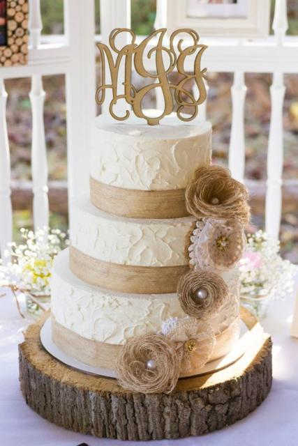 Bolo Rústico: Para casamento com flores bege