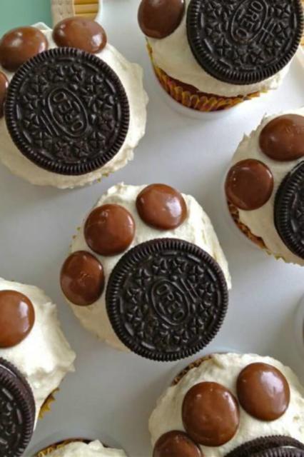 Doces Patrulha Canina: cupcake com bolacha